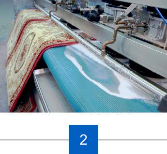 Ausklopfen und Waschen der Teppichs