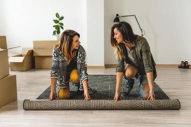 Lieferung des gereinigten Teppichs in die neue Wohnung