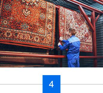 Qualität des Teppichs wird überprüft